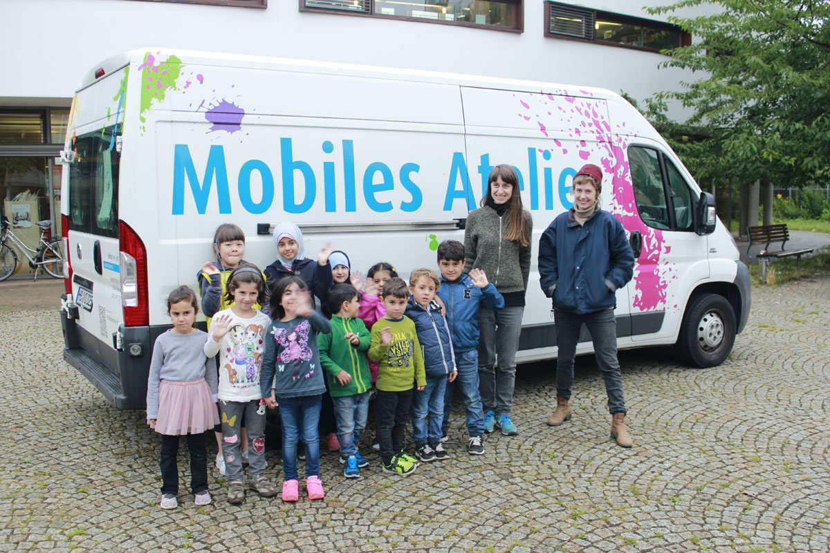 Mobiles Atelier in den Sommerferien auf dem Bibliotheksplatz