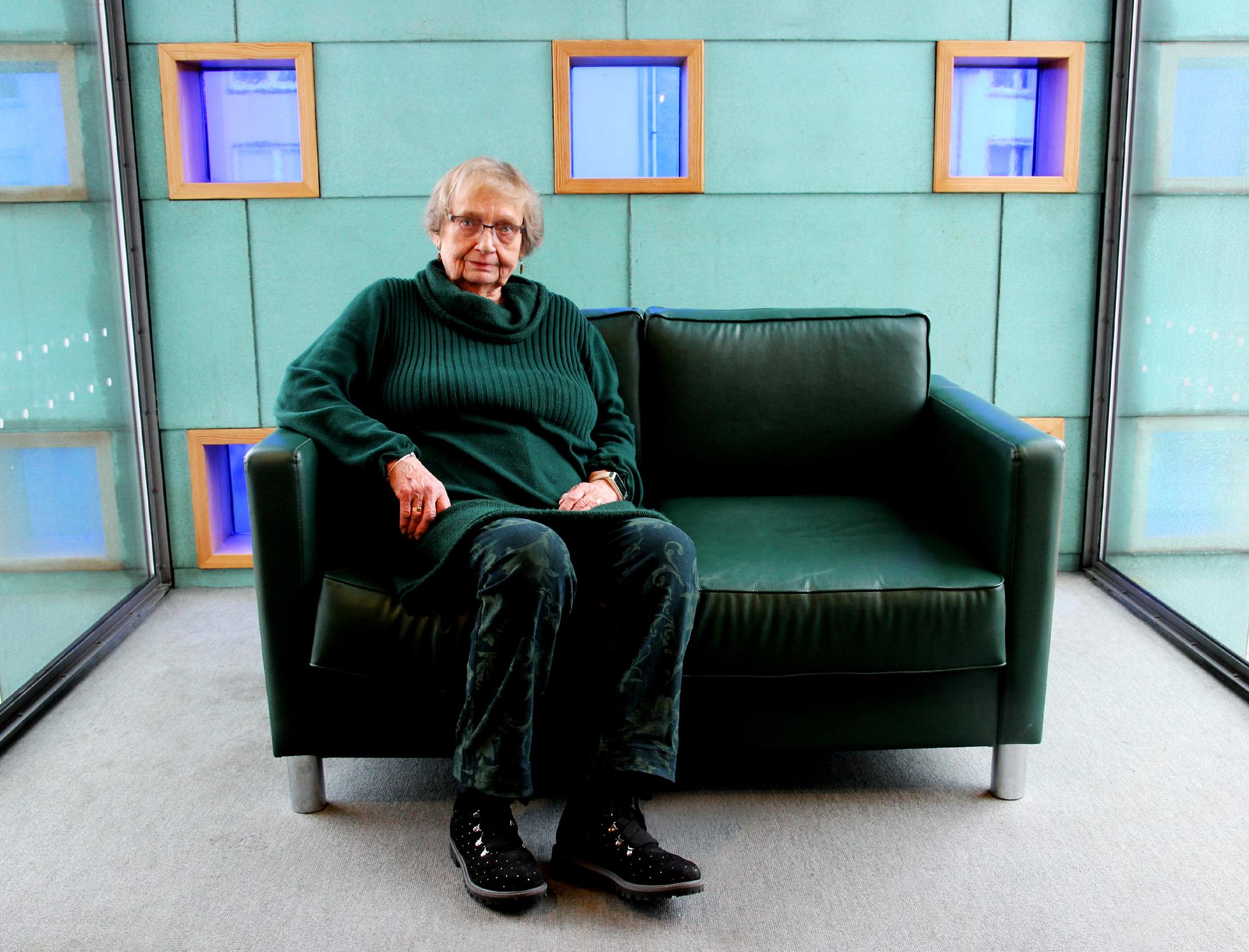 Rosemarie Rode auf dem Grünen Sofa