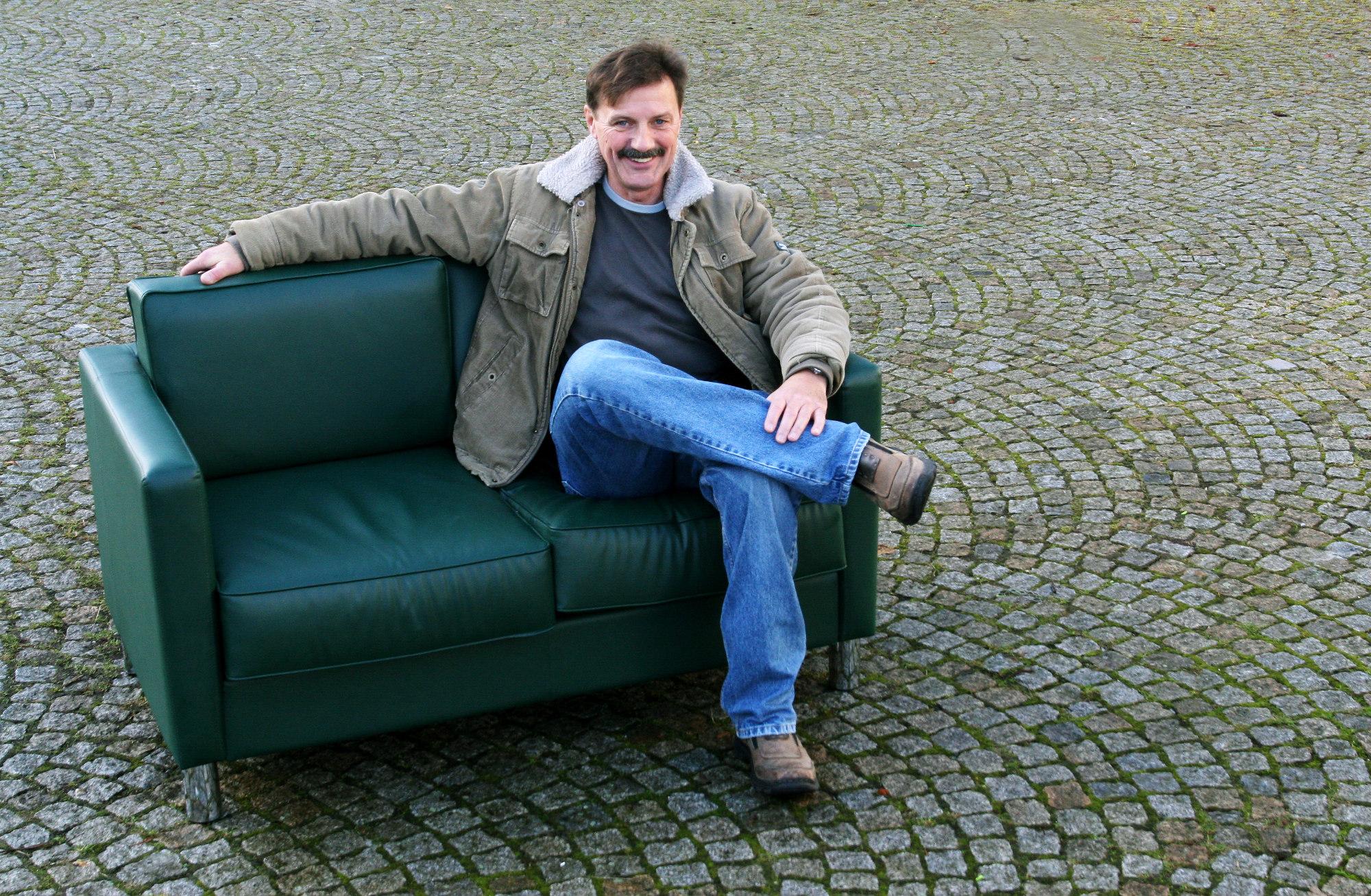 Jonny Remer liest auf dem Grünen Sofa